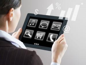 commerce connecté des commerciaux digital équipés de tablette